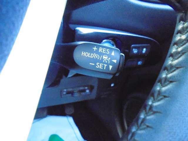 アクセル操作をしなくても設定した一定速度で走ることができるので、長時間の高速道路の運転も疲れにくいです(^0^)/
