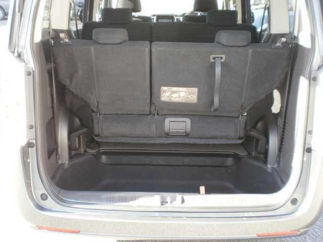サードシートは床下に収納できます!