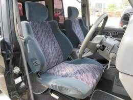運転席☆多少の使用感はありますがキレイな状態を維持しております。