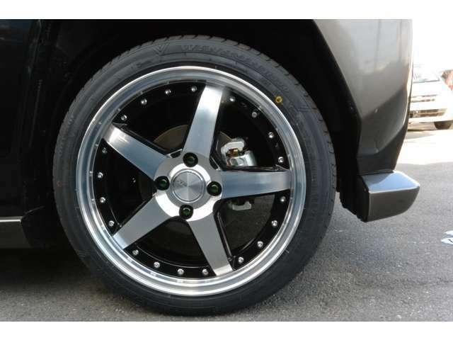 ロクサーニ グラスターファイブ 16インチ 6J ブラックフェイスポリッシュアルミホイールをインストール・カラーロックナット