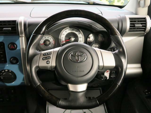 ウッドコンビハンドル握りやすくて運転の楽しさを向上させてくれます!