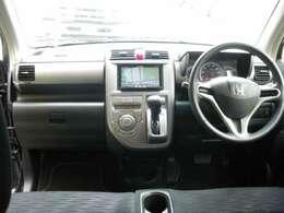 安心装備のダブルエアバック装備に快適広々車内!社外HDDナビ装備!