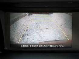 【バックカメラ】バックが苦手でも見えないところをしっかり映してくれるので安心安全に駐車ができます。