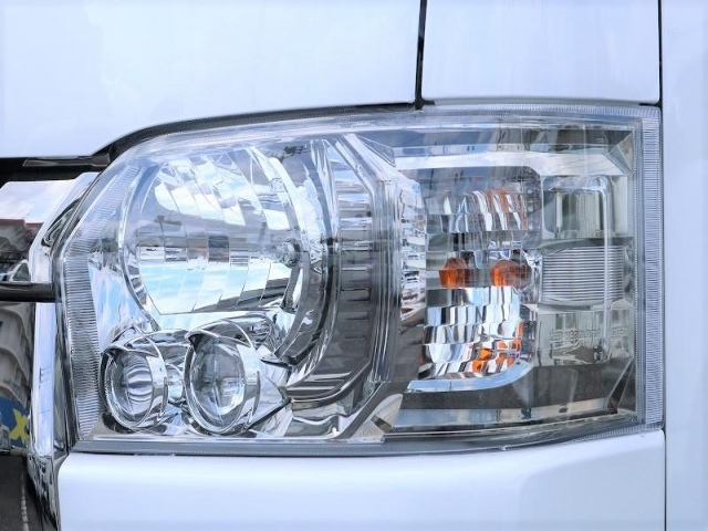 LEDヘッドライト装備で夜間も安心です!