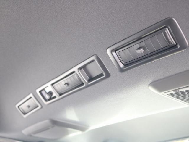 リアエアコン装備で二列目も快適にドライブが出来ます!