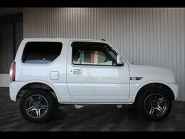 背面タイヤハードカバー・本革巻ステア・フロアマット・バイザー・キーレス・4WDです。
