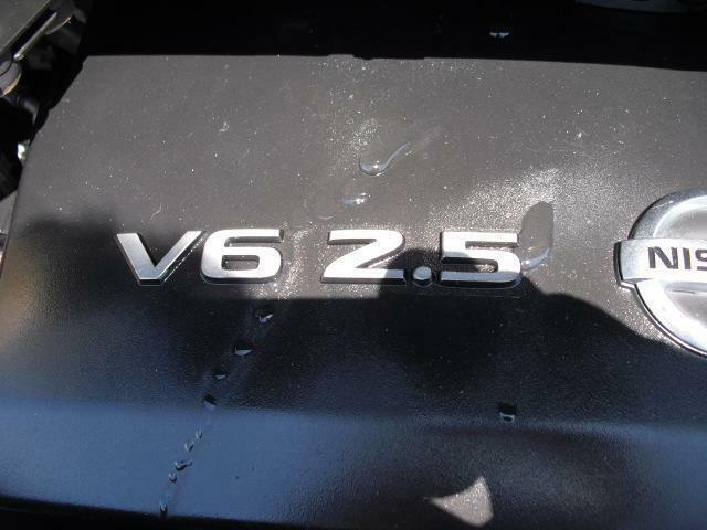 定評のある日産V6エンジン。トルク感のある力強いフィーリングです