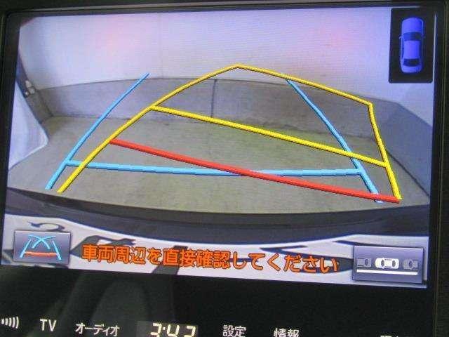 ハンドル操作に連動してガイドラインが変化するバックガイドライン付きのバックモニターです。車庫入れや縦列駐車をサポートします。苦手な駐車も安心です。