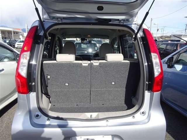 リアシートを倒せば、広々とした荷室空間に♪ お荷物、たっぷり載せられます!