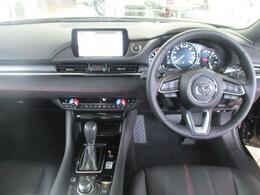 質感の高さと心地よさを追求したインテリア空間で毎日の運転をお楽しみ下さい。