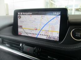 独立型のディスプレイをダッシュボード上に設置。ドライバーは視線を下方に大きく動かすことなく情報を確認できる7インチWVGAセンターディスプレイです☆SDカードを装備しているのでナビゲーションシステムと