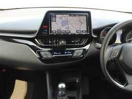 オートエアコンで車内はいつでも快適です!ドライビングポジションも高く、見晴らしのいい前景!
