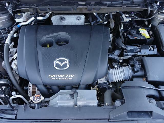 「1滴たりとも燃料を無駄にしないエンジン」を目指して開発されたスカイアクティブエンジンです。伸びやかに高回転までスムーズに吹けあがります。