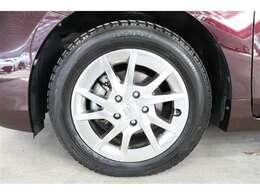 車の安全性を支える大事なタイヤ。こちらのお車はトヨタカローラ神戸にてご成約頂いた方に限り販売時、当社指定メーカータイヤ4本新品交換いたします。