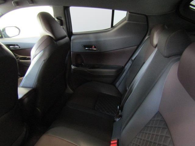 最適なパッド間を追求した、座り心地の良いリアシートです。