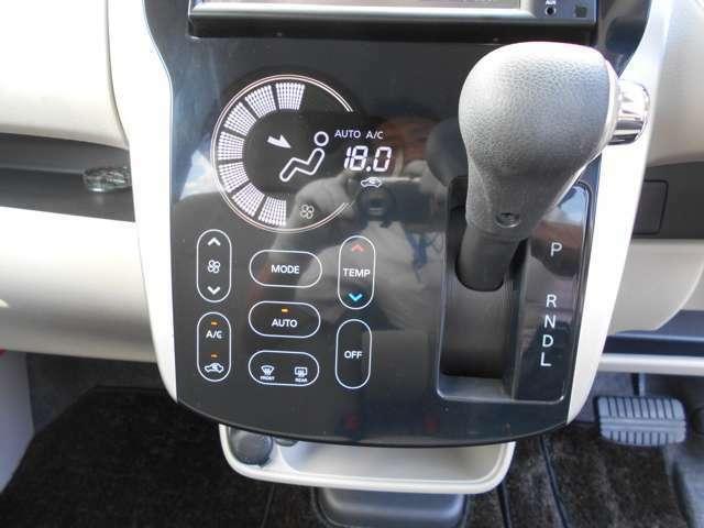 エアコン・シフト周り オートエアコンで空調の調節、操作が簡単に出来ます☆