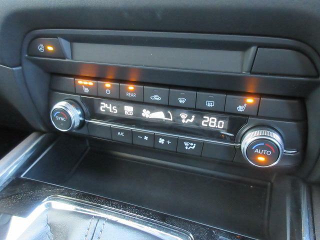 デュアルエアコンは左右別々の温度設定ができますので、より車内も快適に過ごせます♪ハンドルヒーター、シートヒーターを装備しています!