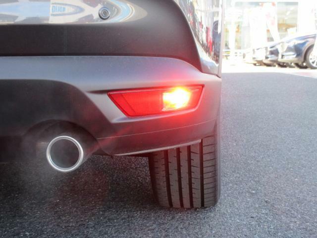 AWD車にはヘッドライトウォッシャーとご覧のバックフォグランプを装備しています!!
