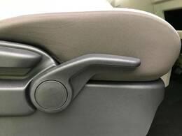 シートリフター付き☆運転席の高さ調節ができるのでどなたでも運転のしやすい一台となっております☆