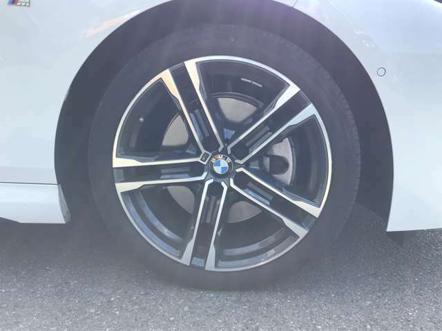 BMW認定中古車は、エマージェンシーサービスが自動付帯致します。24時間365日、皆様のカーライフをサポート致します。確かな安心の上で、「駆け抜ける喜び」をご堪能ください。042-788-8022