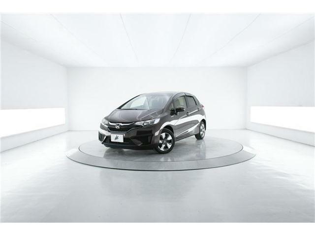 ロングセラーコンパクトカー【フィットHV】人気のHVモデルにオプションの安全装備も搭載の【F PKG】低走行1.4万Km!