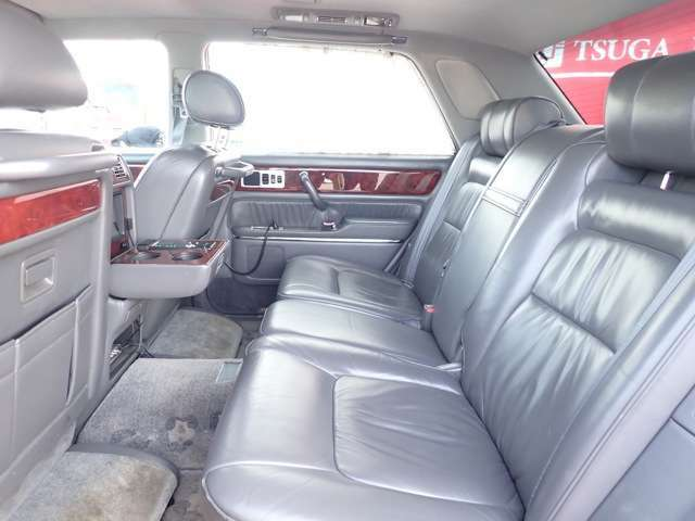 都賀自動車は車のことならすべてお任せのワンストップサービスを提供しております。安心してお車をお選びください。