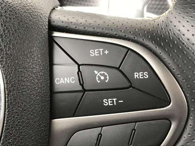 AppleCarPlayを装備しておりますので、iPhoneを接続することでナビゲーションやオーディオなどのマルチメディアを車両ナビに表示操作可能です。