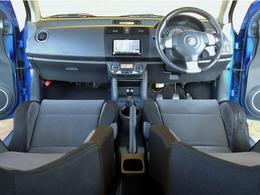 主な装備はメーカーセットオプション車(純正HIDヘッドライト)・5速MT・車高調・純正レカロシート・社外16インチAW・社外マフラー・社外ツィータなどです。