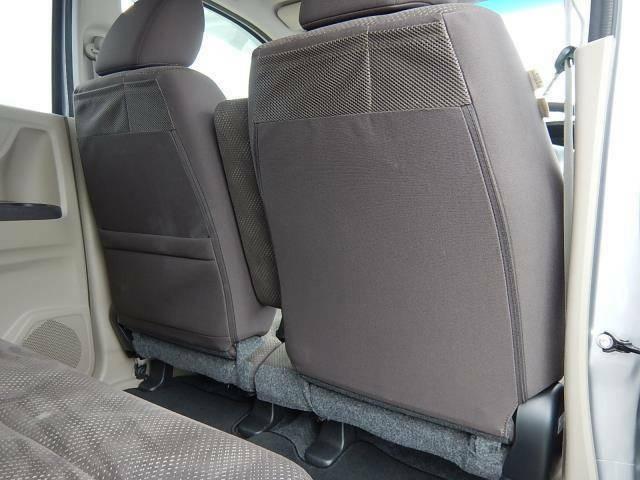 【運転席・助手席背面】運転席側に小物ポケット、助手席側には小物ポケットとシートバックポケットが付いています♪