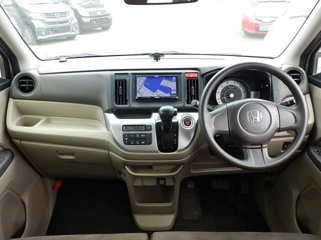 【運転席正面】視界良好な運転席です♪ダッシュボード上の中央にETCが付いています♪