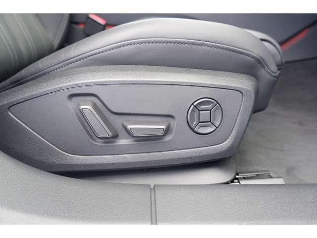 シート調整は電動式です。ランバーサポート付きですので長時間のドライブの疲労軽減にも役立ちます。