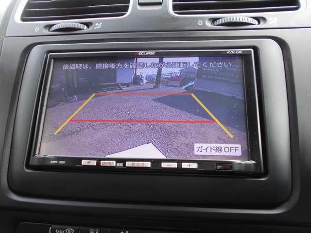 距離感ガイド付きカラーバックモニターも付いています。実はこのバックカメラは赤外線カメラですので夜間であっても昼間のように鮮明に映ります。運転が苦手な方でも縦列駐車や後方駐車も非常に簡単にできます!