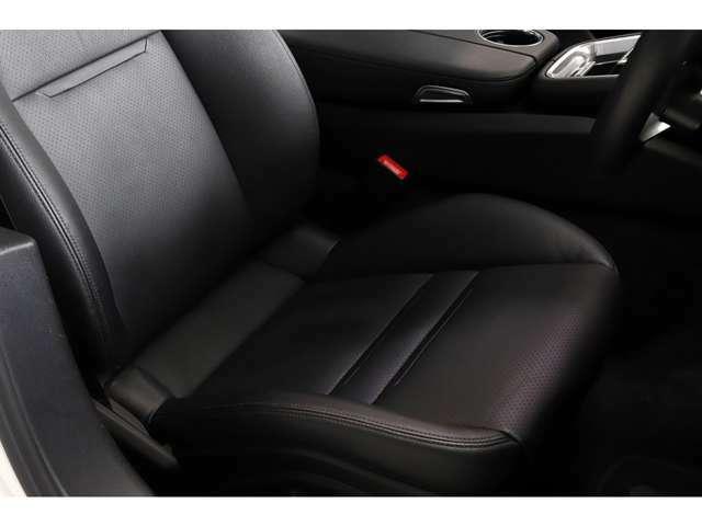 フロントシートには、寒い季節に必須のシートヒーターが装備されております。