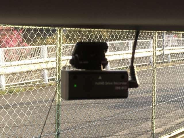 安心の前後ドライブレコーダー!!写真は後ろのカメラです♪