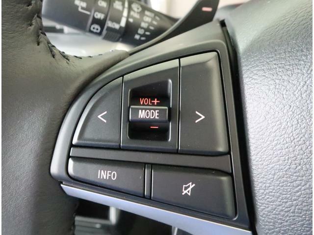 ステアリングッスイッチ付きですので、オーディオやカーナビと連動できます。音量を変えたりチャンネルをかえたりが手元で出来ます。