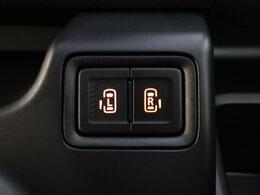 後席のスライドドアは左右両方とも電動スライドドアです。運転席のボタンでも開閉できます。