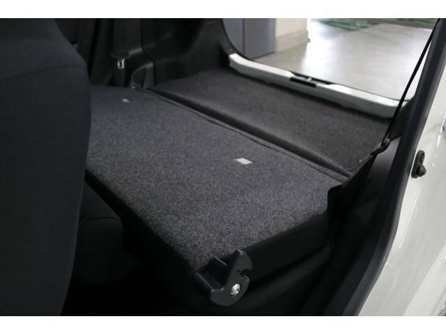 リヤシートを倒すと大きな荷物も積めます!