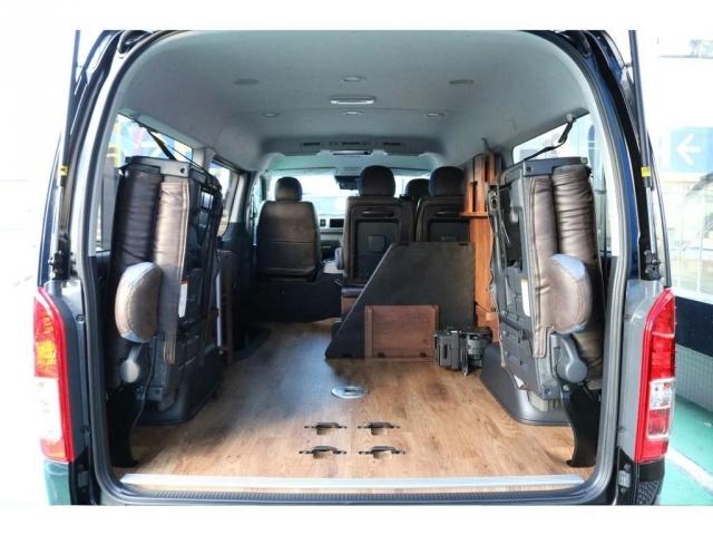ORIGINAL内装床張り、収納スペースの広さはハイエースの自慢です!
