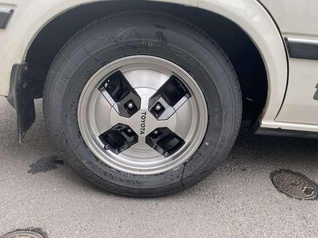 純正ホイール装着・新品タイヤついてます。