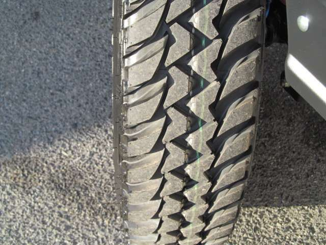 タイヤはレトロなタイヤパターンが印象的な☆BRIDGESTONE DUELER M/T 674【185/85R16 105/103L LT】x5☆