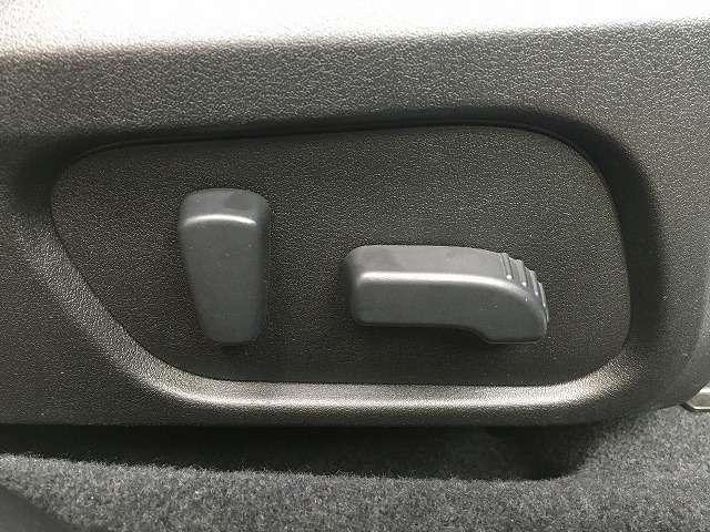 パワーシート付き!自分にあった微妙なドライブポジションの調整が出来ます!重宝される装備です!結構便利ですよ!
