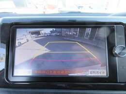 純正SDナビ♪ ガイド線付バックカメラ付き♪ 車庫入れも安心してできますね♪