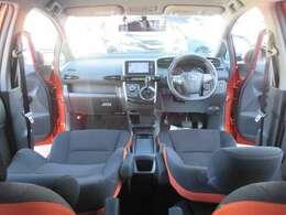 オレンジ×ブラックのシートが内装と外装の色が合っていて、とってもお洒落にまとまっています♪