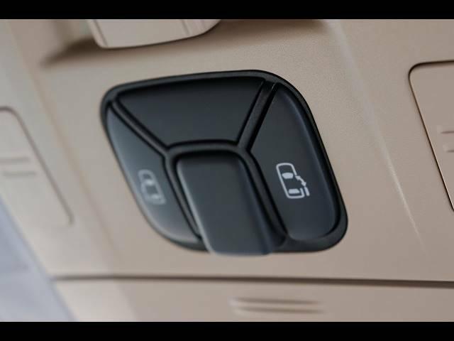 ミニバン必須装備と言っても過言ではない「両側パワースライドドア」。