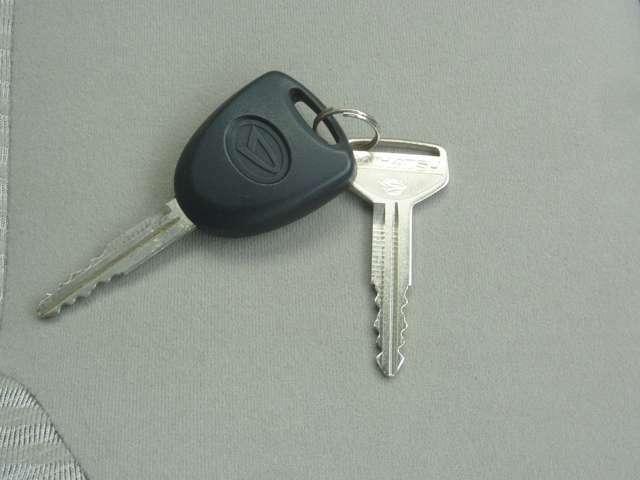 リモコンキー付:車の鍵ロックもボタン1つでOk