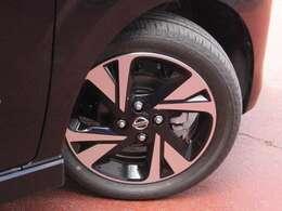 タイヤサイズは165/55R15です。日産純正アルミホイール付き☆