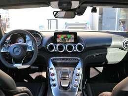 【オプション満載】AMGダイナミックPKGプラス・エクスクルーシブPKG¥1.350.000- AMG EXTシルバークロームPKG&INTカーボンPKG¥500.000- パノラミックルーフ¥150.000- 有償色¥298.000- プレミアムマット129.600-
