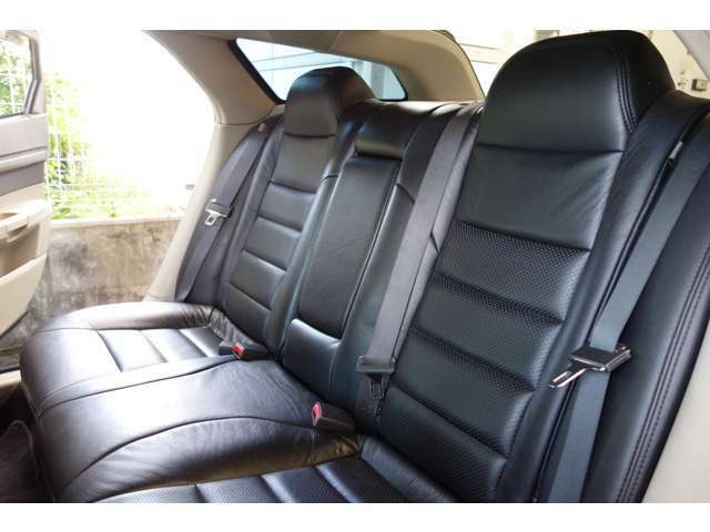 人気のダッジマグナム・ハイスピードエアサス仕様!ユニバーサルエアー・エアレベリング公認取得済み!社外ナビ・HIDヘッドライト・ETC・ブラックレザーシート・レグザーニ22inアルミ・社外マフラー・お薦めです。