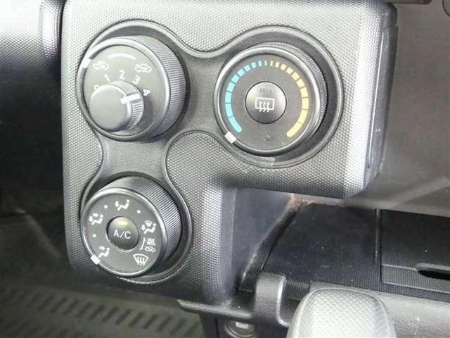 マニュアルエアコン装着車です