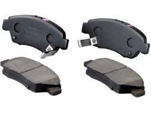 フロントブレーキパッドを新品に交換させて頂きます!ブレーキパッドが消耗するとキーキー音が鳴り始め、放置しておくとブレーキが効かなくなり大変危険です!!